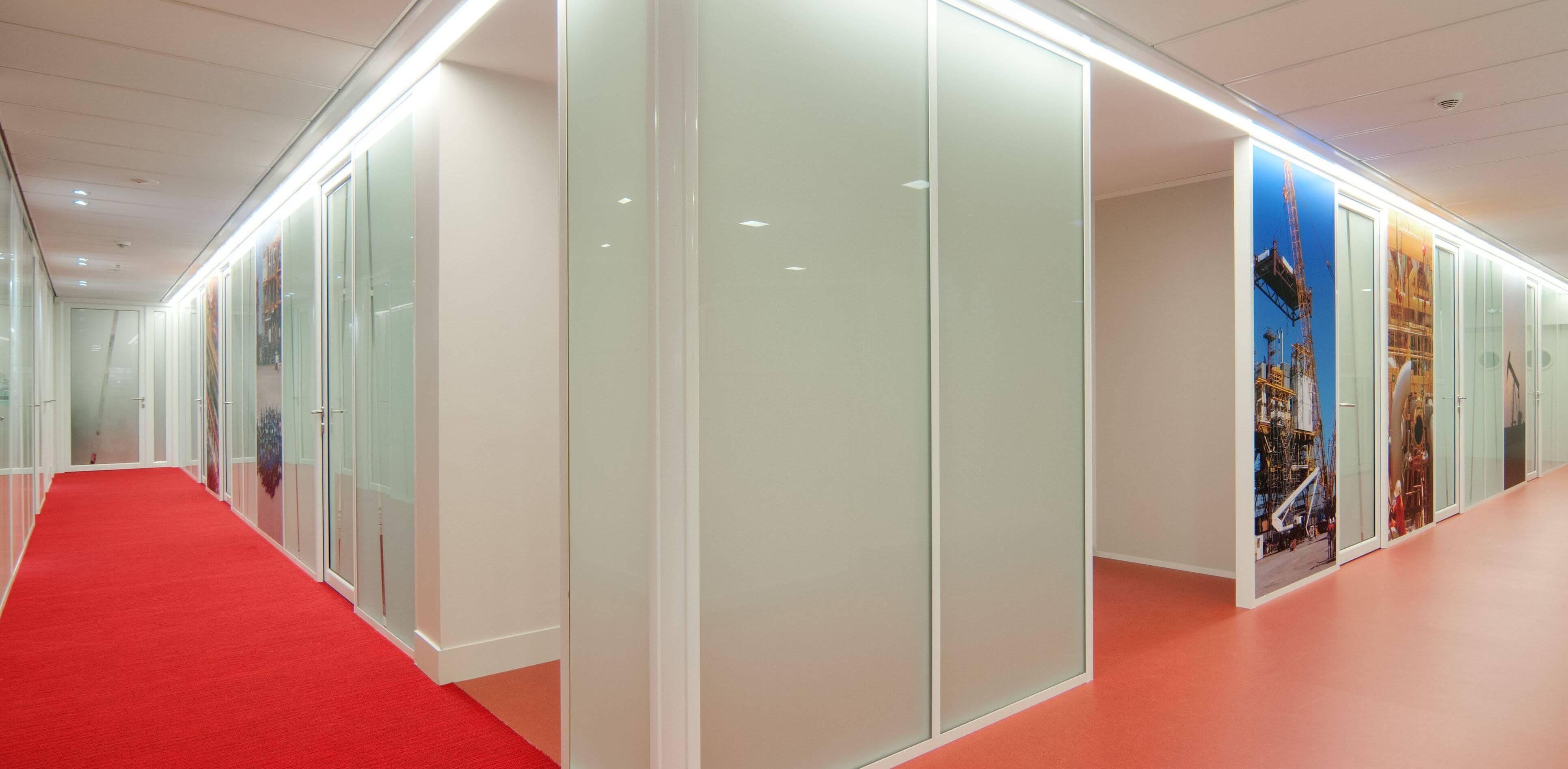 Cloisons démontables vitrées avec couvre-joints et angle 90° arrondi
