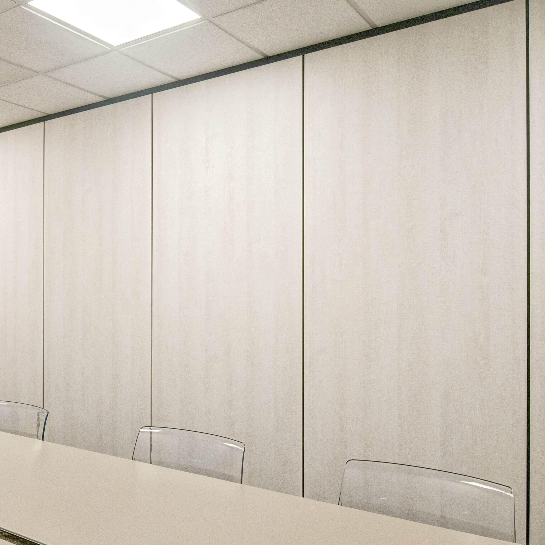 Cloisons démontables pleines avec joint creux pour salle de réunion