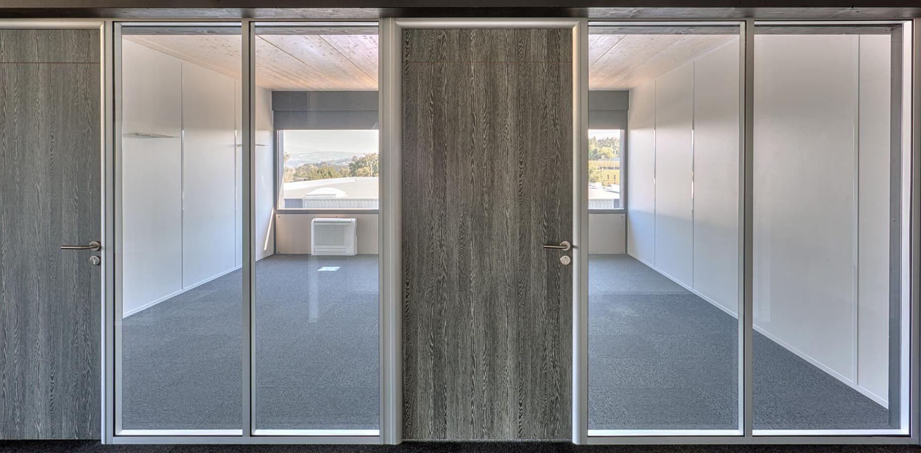 Porte bois et cloison vitrée double vitrage avec couvre-joints
